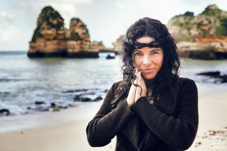 """Australų atlikėja Peruquois: """"Vokalo joga – tai praktika, kuri padeda man augti ir mane palaiko"""""""