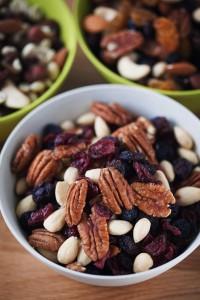 Riesutai ar dziovinti vaisiai ilgiau suteikia energijos todel kaip uzkandis rekomenduojami dirbantiems protini darba