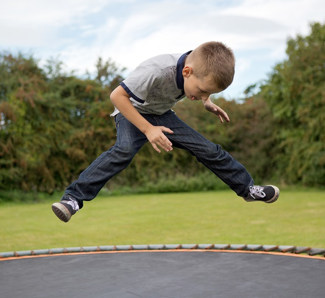 trampoline-436544_640