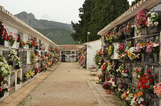 cemetery-1543543_640